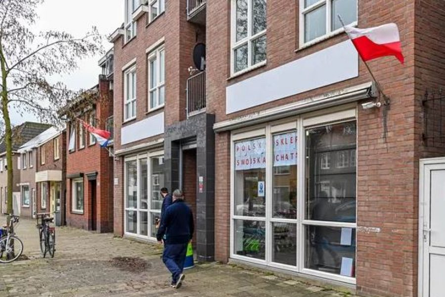 PvdA en VLP roepen het hele college op het matje om de affaire rondom de Poolse supermarkt aan de Gastelseweg.