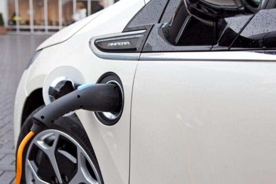 Onze fractie stelt vragen over het zeer lage aantal oplaadpalen voor elektrische auto's in Roosendaal, zeker in vergelijking met andere gemeenten.
